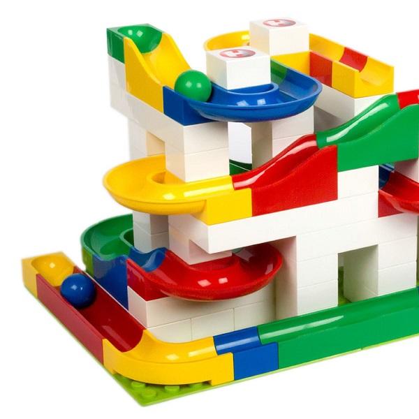 Hubelino kocke so narejene iz ABS plastike